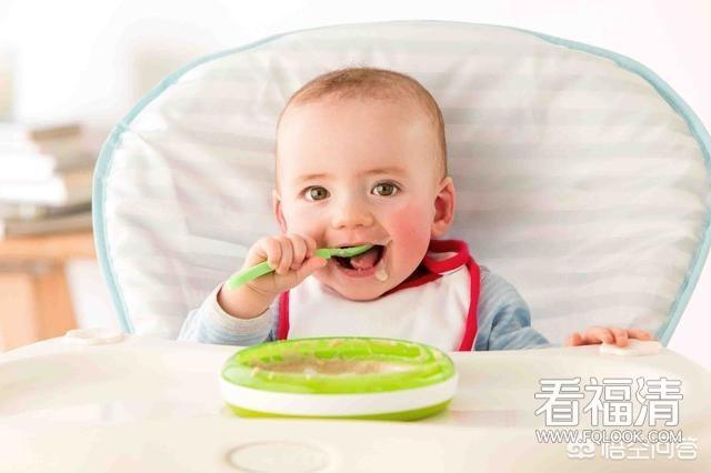 多大开始训练宝宝自己吃饭,有什么好的方法吗?