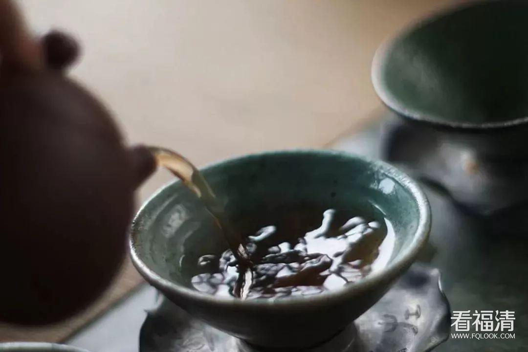 做有修养的茶人,知礼懂礼,?#25293;?#22312;茶桌上不失礼 ?