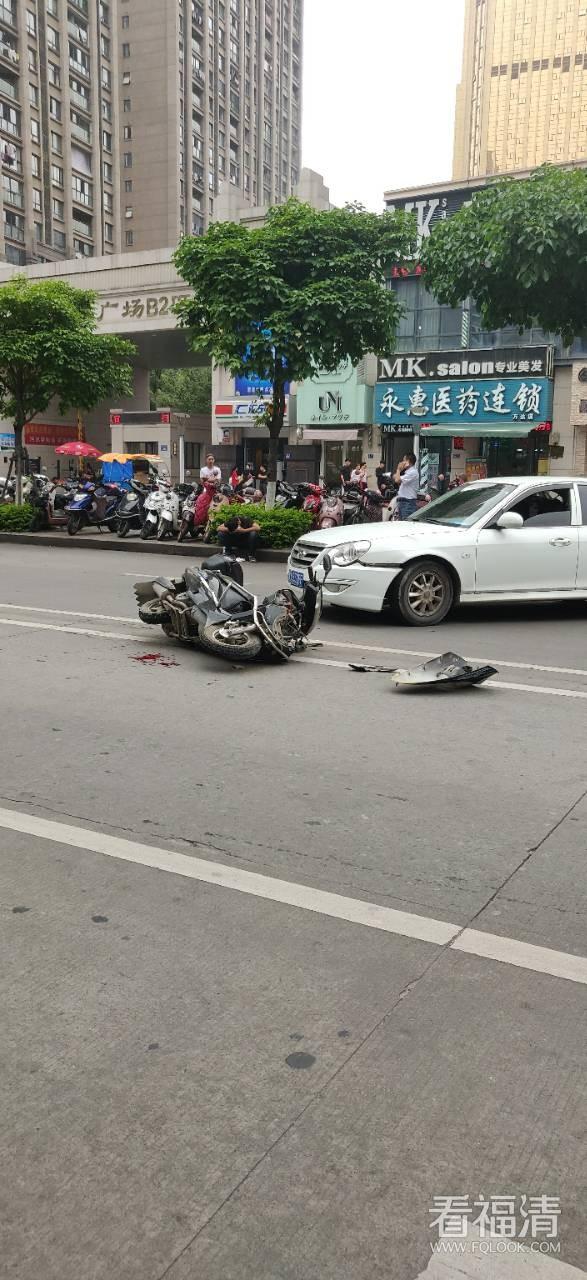 刚刚,福清万达发生一起车祸!