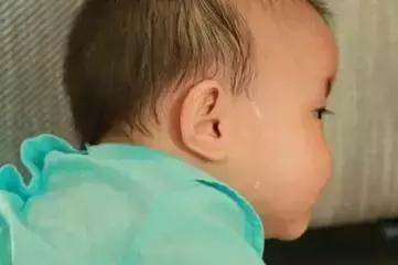 宝宝夏天出汗多,父母要注意孩子多汗的这两大区别!