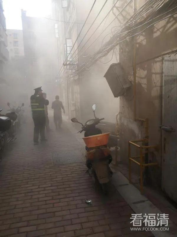 巡查遇浓烟,福清城管紧急出手!